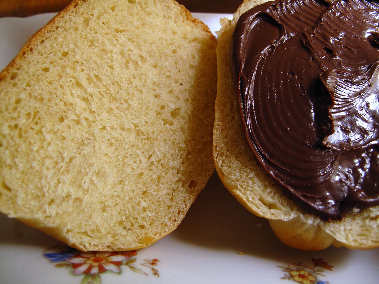 Pan de leche con crema de chocolate