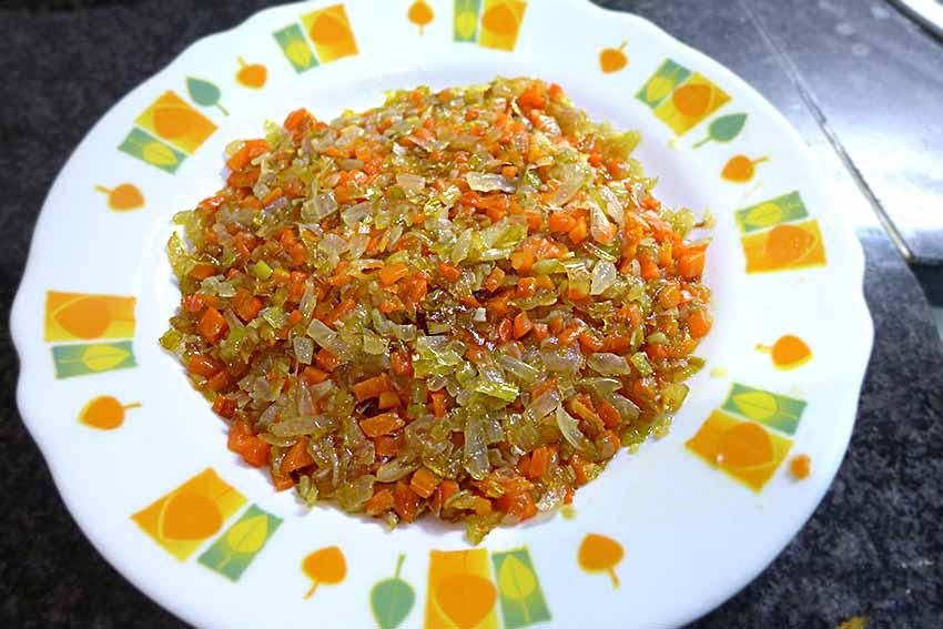 sofrito de cebolla, zanahoria y puerro