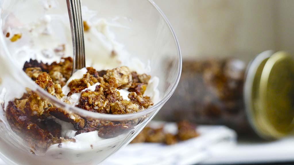 Granola casera con yogur