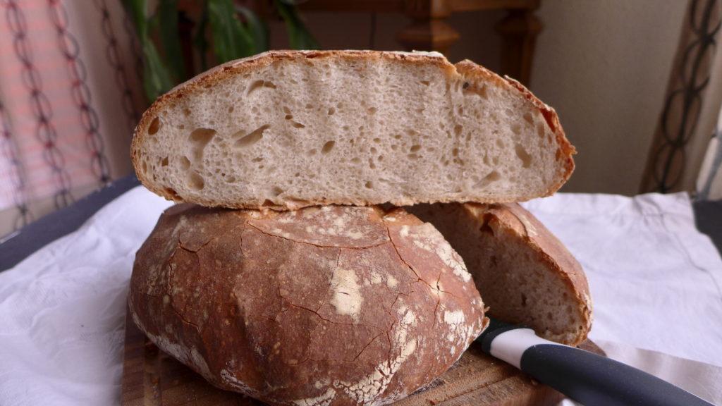 Pan casero con masa madre. ©Montse Comesaña